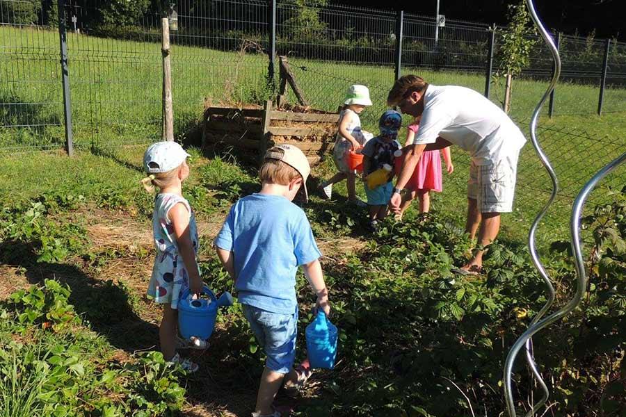 kideaz-creche-cannelle-et-caramel-potager-activite-enfants-jardin