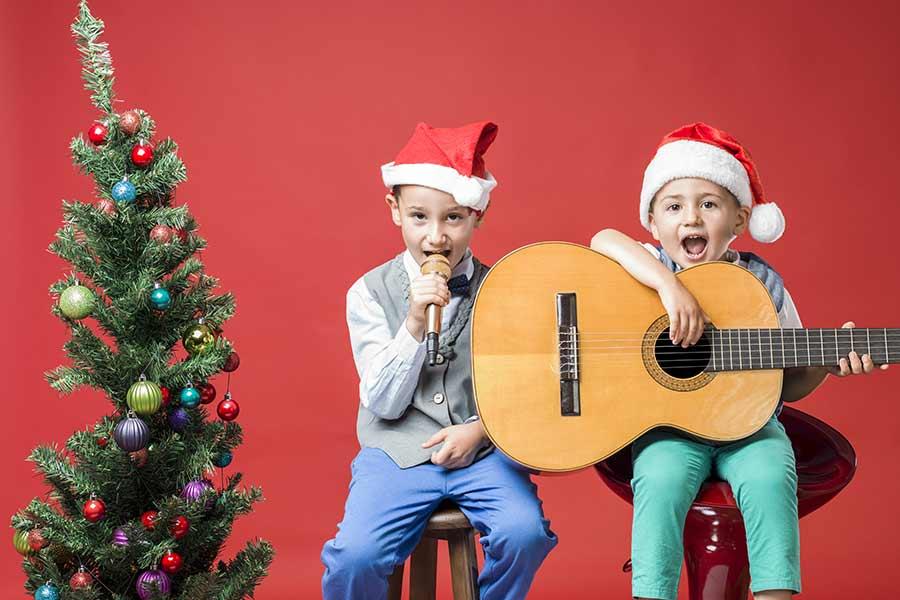kideaz enfants musique micro guitare sapin bonnet noel