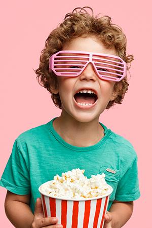 kideaz-enfant-cinema-popcorn-verticale
