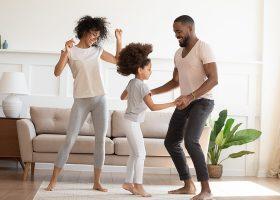 kideaz danser parents enfants musique salon