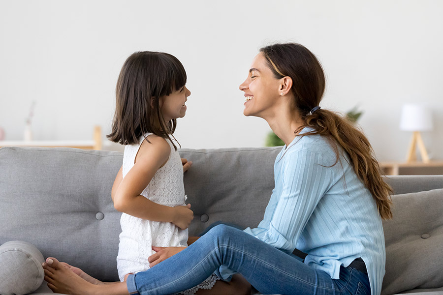 kideaz enfant discussion canape famille confinement