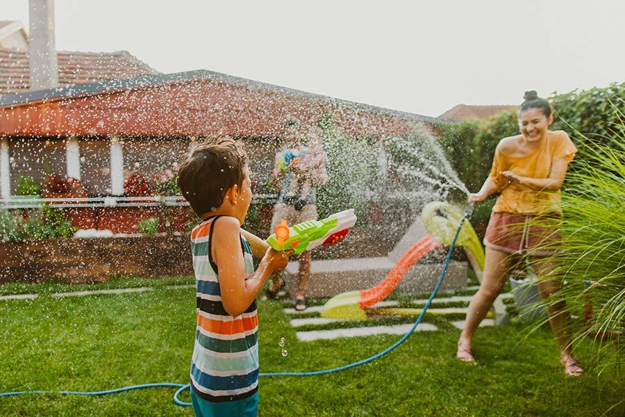 kideaz jardin jeu deau enfant parent famille ete