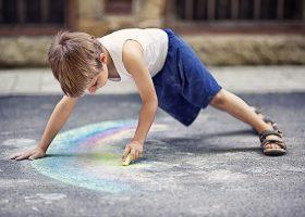 kideaz article activités avec craies trottoires