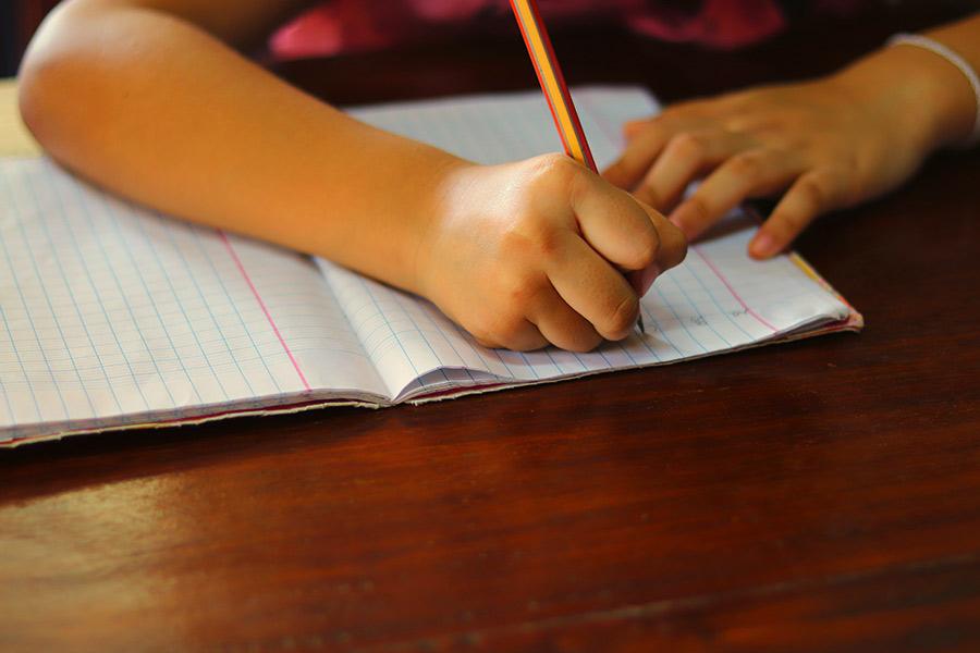 kideaz ecriture enfant ecrire stylo cahier