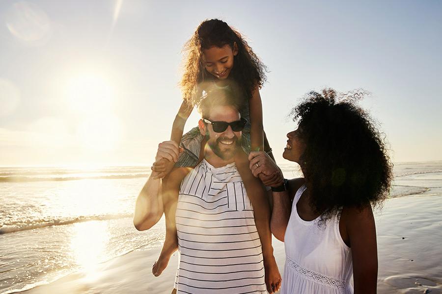 kideaz enfant parents soleil vacances plage