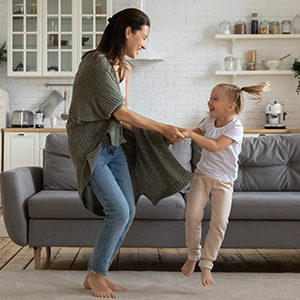 kideaz danse famille salon maman fille