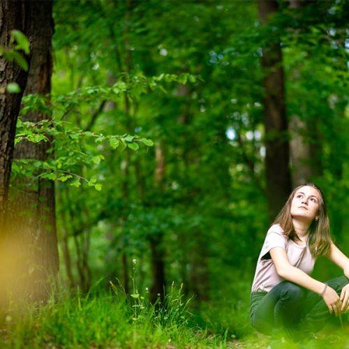 kideaz foret fille vert feuille