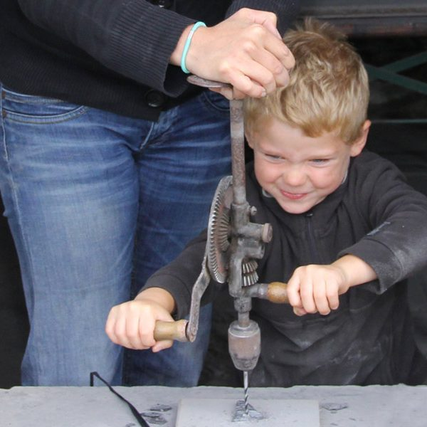 kideaz musee ardoise haut martelange luxembourg enfant atelier perceuse