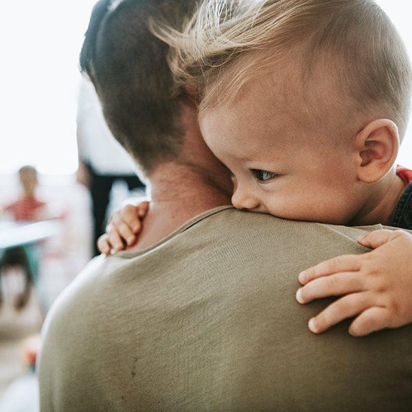 kideaz parent enfant calin retrouvailles