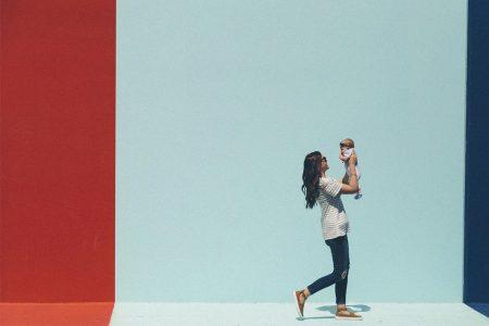 kideaz mère mere maman bb bébé bébe fond neutre bleu