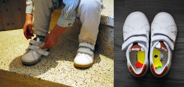 mettre ses chaussures tous seul perroquet